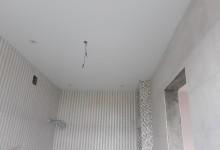 Санузел в коттедже. Потолок.