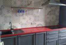 Красная кварцевая столешница в Куркино