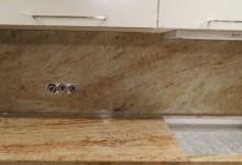 Кухонная столешница с фартуком из гранита