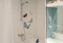 Бабочки в ванной комнате