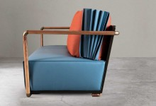 Синее и красное:  двухцветный диван