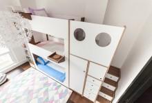 Трехярусная кровать в детской