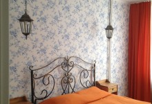 Эклектика на 70 квадратах, или яркие пятна на сером фоне. Спальная комната.