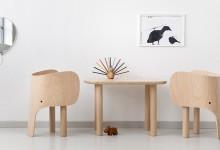 Стол и стулья: слоники в детской