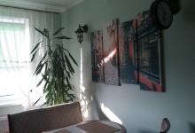 Кухня с ароматом кофе, улочкой и фонарем