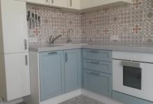 Кухня с комбинированными фасадами