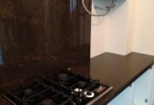 Кухонная столешница с фартуком из Дымовского гранита