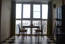 Квартира с шахматным полом и пробкой