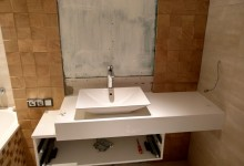 Кварцевый агломерат в ванных комнатах