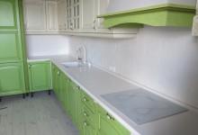 Белоснежная столешница для кухни. Квартира на ул. Твардовского