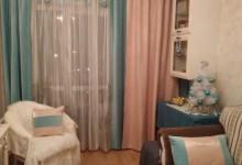 Маленькая гостиная с новогодним декором