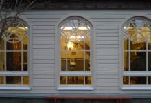 Замена обычных рам на деревянные арочные окна