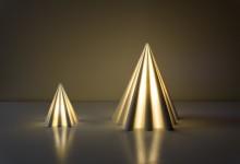 Настольная лампа в форме пирамиды