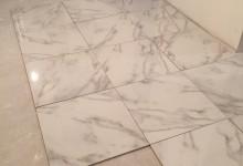 Нужен срочно совет по кладке плитки под мрамор в холле!!!!!