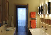 Обустройство ванных комнат в загородном доме. Дом в Пестово 670 м2.