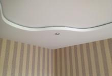 Переход уровня со светодиодной лентой в нише