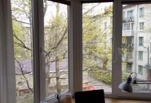 Подоконник-стол в эркере: от идеи до подглядывания за соседями