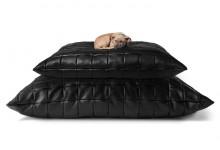 Подушка вместо кожаного дивана