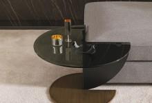 Угловой столик - экономия пространства