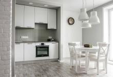 Современная квартира для троих с антикварными часами 4. Кухня+столовая