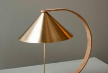 Настольная лампа из дерева и меди