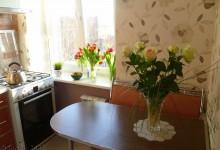 Стол для маленькой кухни, передвигающийся по направляющей (продолжение  Блога 1)