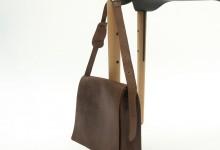 Элегантный столик с держателем для сумок