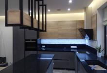 Кухня с керамогранитными фасадами