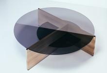 Журнальный столик: стекло и дерево