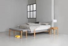Элегантная кровать и другие предметы