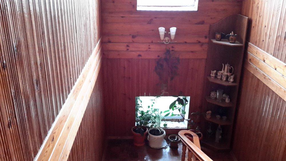 Что можно сделать со старой вагонкой на лестнице, покрытой л.