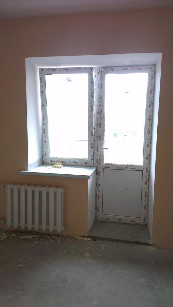 Переделка окна с дверью в распашную стеклянную дверь на лодж.