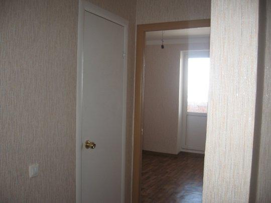 коридор двери в ванную и туалет фото