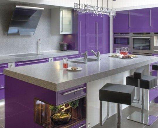 Фиолетовый и сиреневый цвет в дизайне кухни.