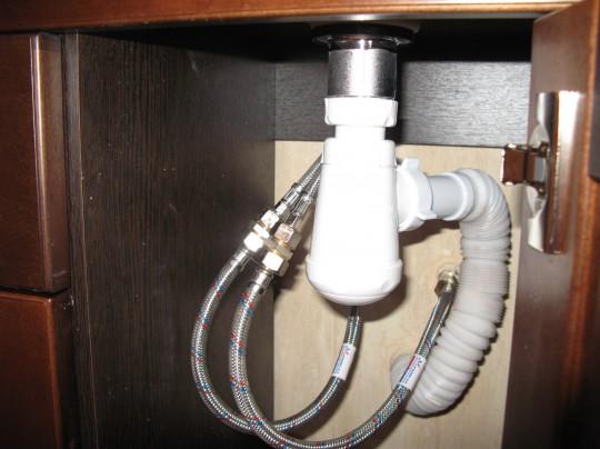 вода в ванной раковине не уходит булькает в в частном доме
