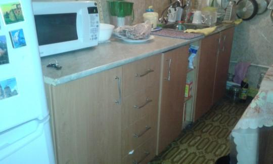 Кухонный гарнитур 10 летней давности.