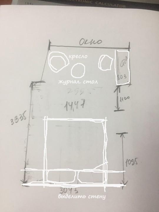 Как вам такой вариант расположения? Если гардеробная в квартире присутствует, то от шкафа можно отказаться. По дизайну: выделить стену у изголовья кровати цветом, обоями и т.д.
