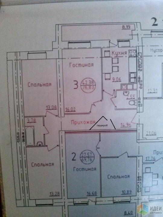 не знаю ширину вашего коридора но можно как то так сделать и ничего переделывать не надо